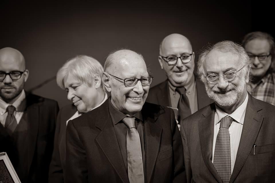 Severino fotografato alla celebrazione dei suoi 90 anni, Teatro di Brescia.